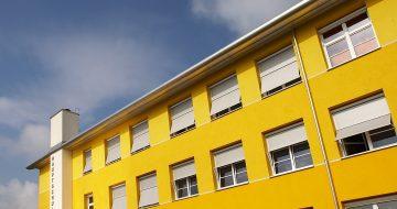 In der Hauptschule in Mauthausen fand eine Sanierung und eine wärmetechnische Verbesserung des bestehenden Schulgebäudes stat