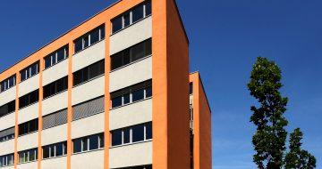 In unserem Bürogebäude an der Donau wird im 3. OG eine Bürofläche angeboten. Büronutzfläche: ca. 264 m² lt. Plan inkl. fünf Tiefgaragenplätzen