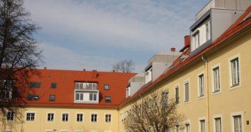 Die ehemalige Infanteriekaserne für die deutsche Wehrmacht dient jetzt als Wohnanlage. Der Dachstuhl wurde hier komplett saniert und neu gemacht!