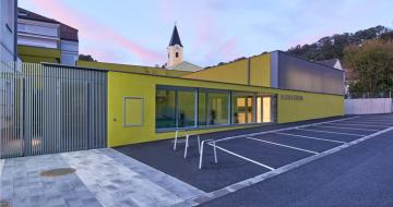 Holzbaupreis - Saniert, aufgestockt und räumlich ergänzt präsentiert sich heute der Gebäudekomplex der Musik- und Volksschule sowie Sporthalle Ernsthofen
