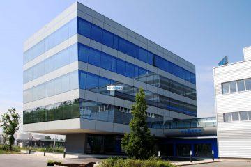 Gewerbebau - Büroüberdachung - Bürohaus - Geschäftszentrum - Büroräumlichkeiten - Parkplätze - Geschäftsimmobilie - Wohn- und Geschäftshaus