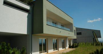 Ganz aktuell wird das Doppelhaus nun auch in Miete / Mietkauf angeboten! Und das mit traumhaftem Donautal-Ausblick in moderner Ausstattung!