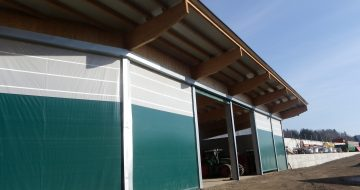Die Maschinenhalle in Steyregg wurde in modernster Bauweise erschaffen. Sie ist funktionell, hochwertig, großzügig und fügt sich gut in seine Umgebung ein.