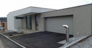 Baufirma in Linz, Bauträger Linz - Wohnhaus Lichtenberg - Neubau - Massivhaus - Garage - Hentschläger Privatbau - Einfamilienhaus