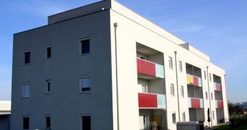 Die Wohnanlage in 4225 Luftenberg, Haselweg 2 verfügt über 14 Wohnungen, welche alle Richtung süden orientiert sind.