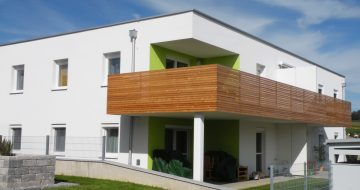 Wohnen - Am Sonnenhang in erhöhter Sonnenlage wurde ein Wohnhausr mit je 4 Wohnungen um die 70m² bis  80m² Wohnnutzfläche errichtet. Südseitige Freiflächen!