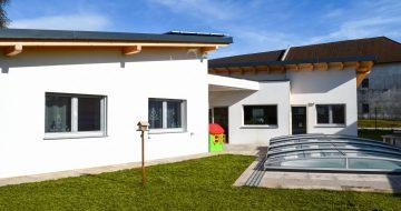 Bungalow mit Pool- Hausbau - Baufirma Linz - Hentschläger Privatbau - Bungalow mit Pool in Ried/Rdm.